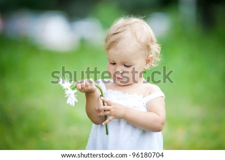 Portrait girl with a camomile