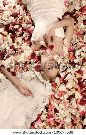 portrait of a beautiful bride in rose petals