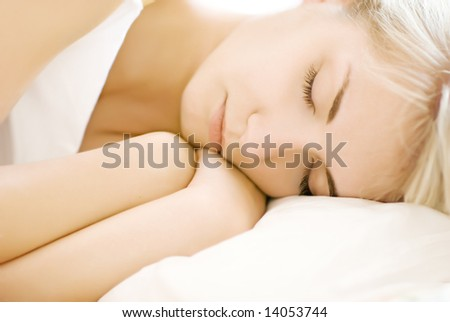Portrait of a beautiful sleeping woman (shallow DoF, focus on eyes)