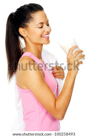 Portrait of a fit young woman with refreshing smoothie