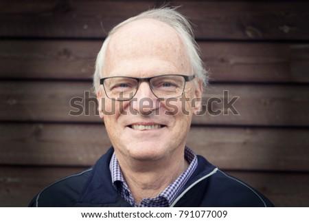 Portrait of a smiling caucasian senior man wearing glasses