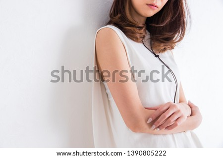 Portrait of a woman in front of a white wall