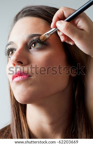 Portrait of a woman making up eyes