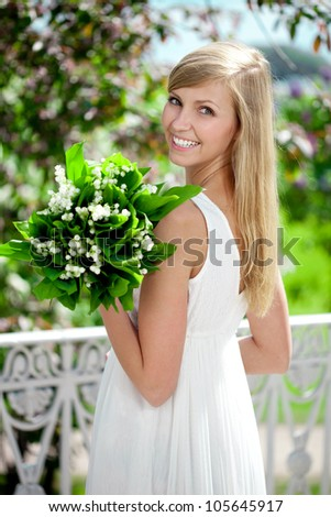Portrait of a young woman smiling in a park, Outdoors