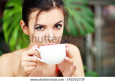 Portrait of beautiful elegant woman with coffee cup