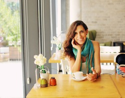 Portrait of beautiful woman sitting in the cafe