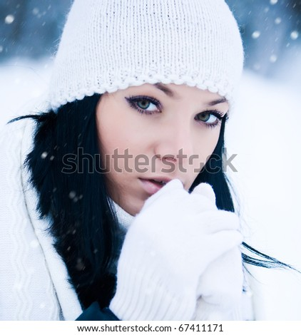 POrtrait of beautiful young girl in cold winter day