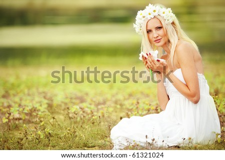 Portrait of beautiful young girl sitting in grass