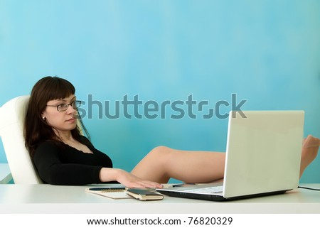 Portrait of businesswoman rests in office