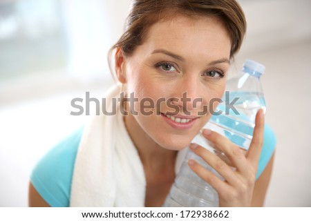 Portrait of fitness woman drinking water