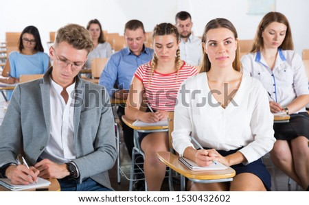Portrait of group of different age people in lecture hall at extension courses #1530432602