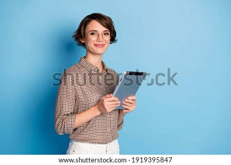 Portrait of half turned nice person smile holding tablet wear checkered outfit isolated on blue color background Photo stock ©
