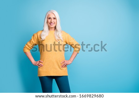 Portrait of her she nice attractive lovely pretty charming fashionable cheerful cheery content grey-haired woman wearing casual isolated over bright vivid shine vibrant blue color background