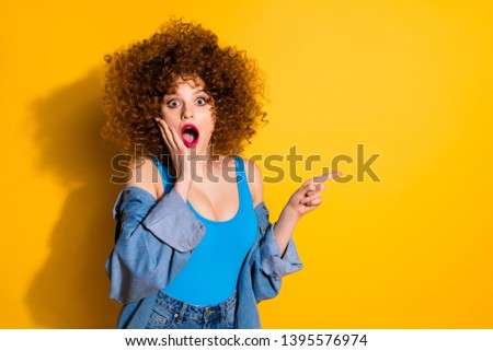 Portrait of her she nice charming attractive wondered stunned astonished wavy-haired girl pointing forefinger aside cool ad feedback tips attention isolated over bright vivid shine yellow background