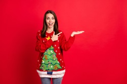 Portrait of her she nice-looking attractive cheerful cheery amazed, stunned girl showing holding on palm copy space offer gift present isolated bright vivid shine vibrant red color background