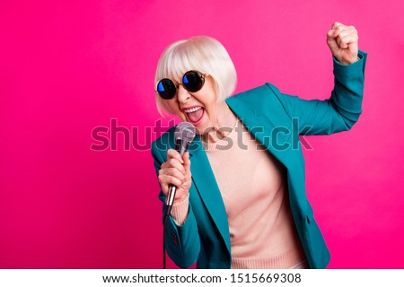 Portrait of her she nice-looking attractive lovely cheerful gray-haired lady singing cool hit spending weekend isolated on bright vivid shine vibrant pink fuchsia color background Stockfoto ©
