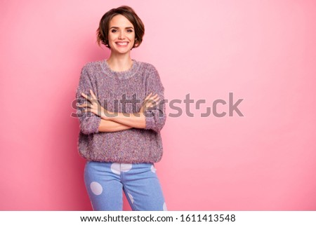 Portrait of her she nice-looking attractive lovely pretty charming cheerful cheery brown-haired girl folded arms isolated over pink pastel color background