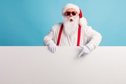 Portrait of his he nice attractive funky amazed wondered white-haired Santa demonstrating copy space board advert ad look idea solution isolated over bright vivid shine vibrant blue color background