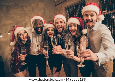 Portrait of leaning guy and ladies enjoy christmas night celebrate x-mas noel give toast screaming wearing dress shirt cap pants in house with newyear illumination decoration indoors #1498832198