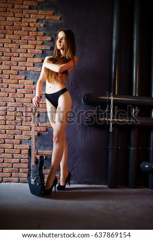 Sexy nude guitar player