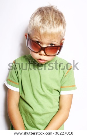 Portrait of the little boy in sunglasses.