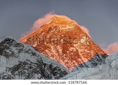 Portrait of the Mount Everest (8848 m) at sunset (view from Kala Patthar) - Everest region, Nepal, Himalayas