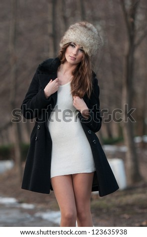 Portrait of young beautiful woman outdoor.Beautiful brunette girl in winter clothes.young woman wearing coat walking down the street, cold winter day.Beauty woman in the winter scenery