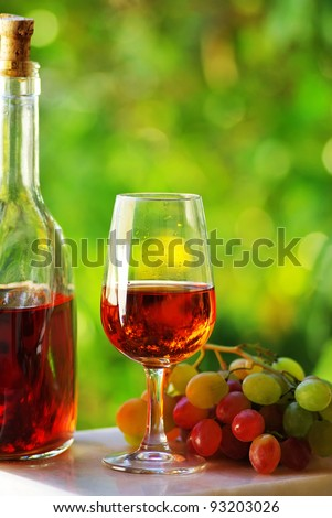 Portuguese rose wine and grapes