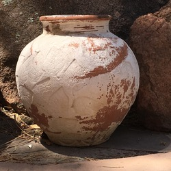 Pot Betty Clay Pot Urn with Leaf Pattern Next to Rocks