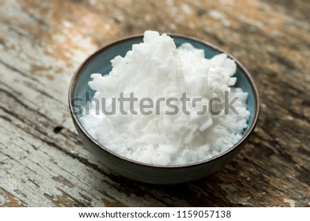 Potassium Hydroxide, KOH, solid white Utilize the battery manufacturing process. Is an alkaline cell This material is water-soluble and liquid soap, and this substance can be dissolved in alcohol.
