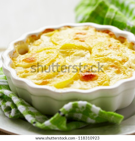 Potato gratin with cream