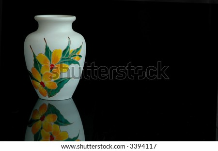 Pottery flower vase with orchid motif in the painting, otherwise it will be a plain white vase.
