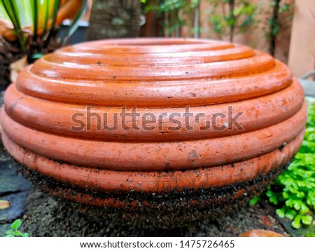 Pottery pattern used to decorate the garden.