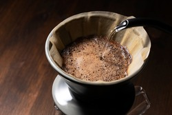 Pour hot water over the coffee powder.Make drip coffee.