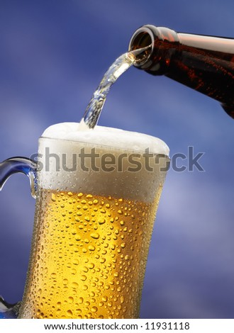 pouring beer into a mug, motion shot