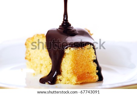 Pouring chocolate on cake