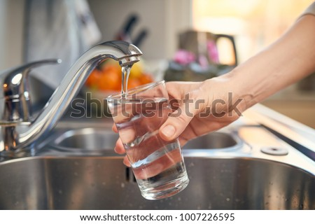 Pouring Fresh Tap Water Into a Glass  Foto stock ©