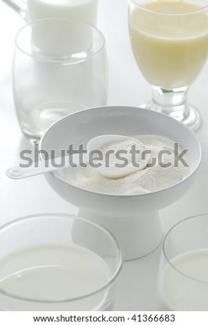 powder,milk,bowl,glass,food and drink,