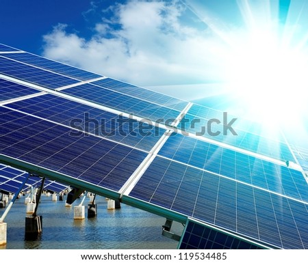 Power plant using renewable solar energy with