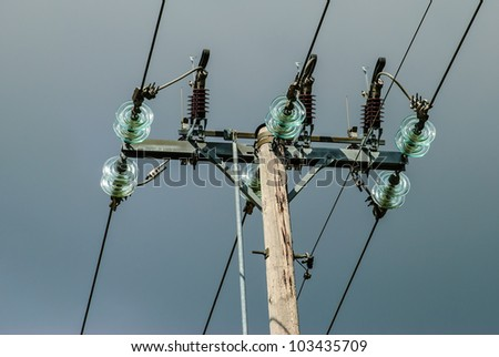Power pole with lightning conductors and glass insulation for Glass conductors