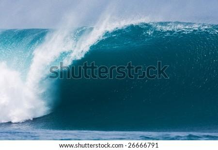Powerful Large Wave Breaks in Ocean