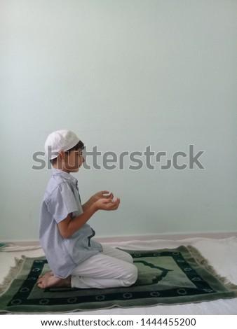 Praying Little Boy Praying Child  #1444455200