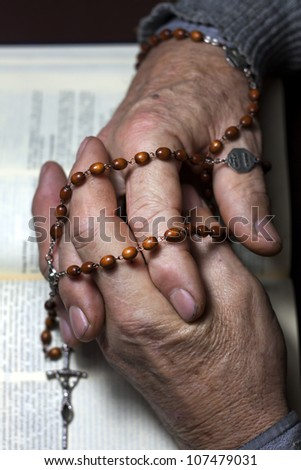 praying old man hands