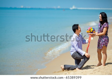 Pre wedding groom ask his girlfriend to marry me at the sea coast