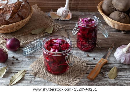 Preparation of fermented kvass from sliced red beets, purple onion, garlic, allspice and bay leaf #1320948251