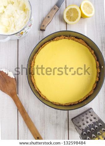 Preparation of lemon pie.
