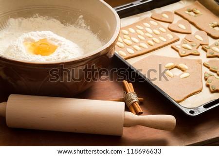 Prepare gingerbread cookies for Christmas