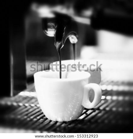 Prepares espresso in his coffee shop; close-up counter espresso automatic cappuccino bari sta portability coffee-shop coffee shop coffee mill coffee house coffee machine coffee dispenser
