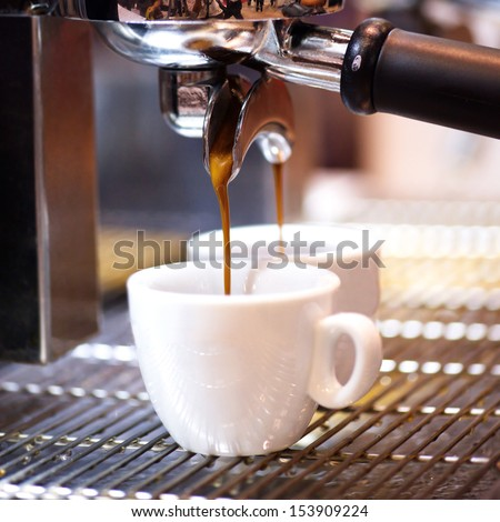 Prepares espresso in his coffee shop; close-up counter espresso automatic cappuccino bari sta portability coffee-shop coffee shop coffee mill coffee house coffee machine coffee dispenser