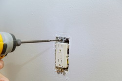Preparing to install an electrical outlet, checking the fastening of the screws